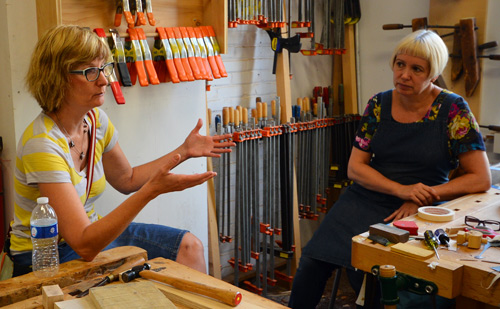 Heather Lineberry, the 2013 ITE visiting scholar, meets Gaynor Dowling and discusses her work.